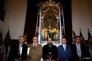 Los presidentes de ambas Hermandades junto a los Hermanos Mayores y el capellán de la Hdad. de Huelva, el isleño Jose Antonio Sosa Sosa.